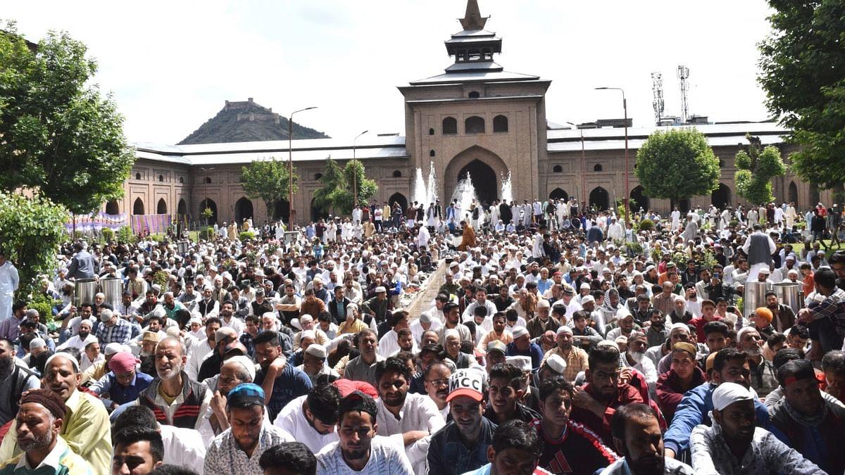 کشمیر: سرینگر کی تاریخی جامع مسجد میں 20 ہفتے بعد نماز جمعہ