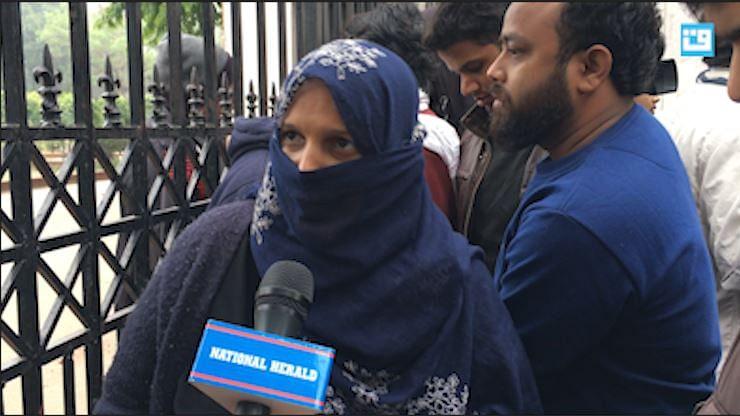 ویڈیو: جامعہ میں پولس کے خلاف زبردست غصے کا ماحول