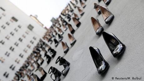 اونچی ایڑی والے 440 جوتے، ہر جوتا ایک ترک مقتولہ کا