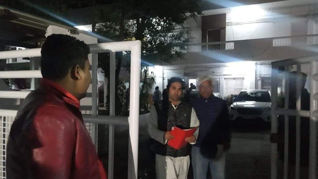 دہلی: سابق رکن اسمبلی آصف محمد خان جامعہ تشدد معاملے میں  گرفتار، حامیوں کے تھانہ گھیرنے پر رہا