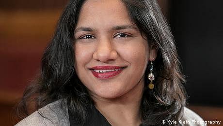 امریکا: کیمبرج کی پہلی پاکستانی نژاد خاتون میئر کون ہیں؟