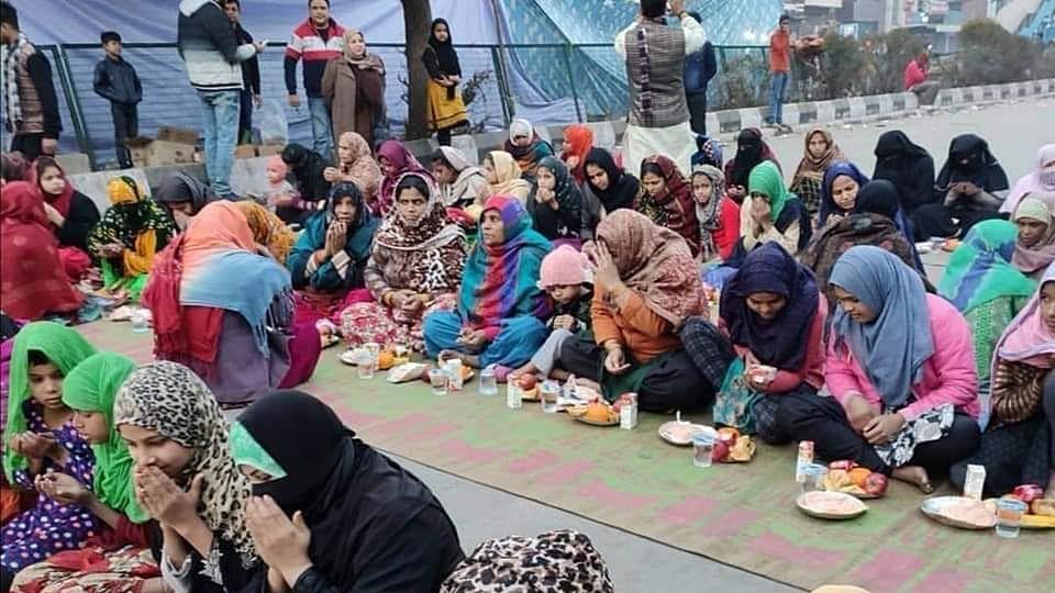 شاہین باغ مظاہرین کا روزہ افطار، تمام مذاہب کے لوگوں کی شرکت