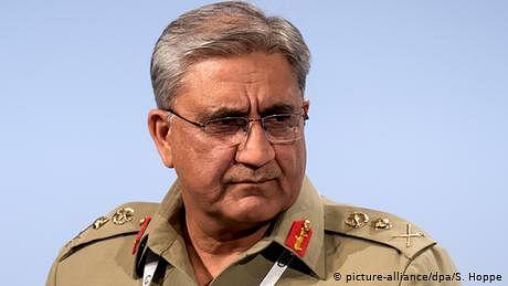 جنرل باجوہ کے لئے پاکستان میں لایا جا رہا ہے آرمی ایکٹ ترمیمی بل