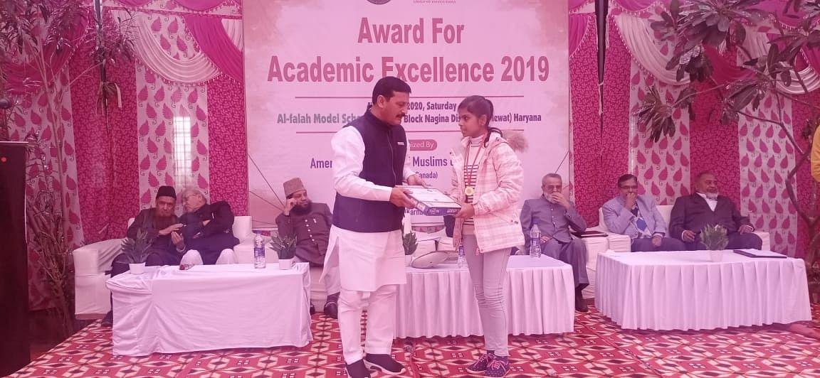 ڈاکٹر سعید احمد 'میوات رتن ایوارڈ' سے سرفراز، ہونہار بچوں کو بھی اعزازات سے نوازا گیا