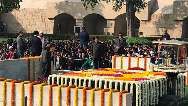 صدر کووند،  پی ایم مودی، منموہن سنگھ اور سونیا گاندھی نے 'باپو' کو پیش کیا گلہائے عقیدت