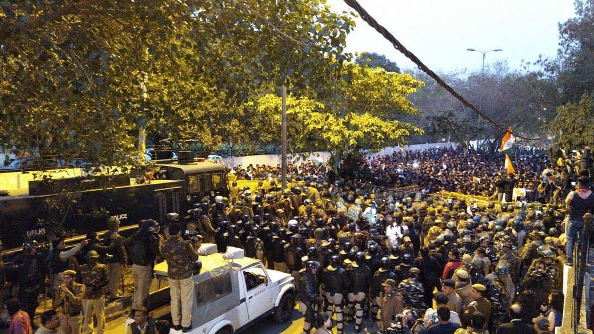 مرکزی وزیر انوراگ ٹھاکر اور کپل مشرا 'جامعہ واقعہ' کے لیے ذمہ دار: جامعہ چیف پراکٹر