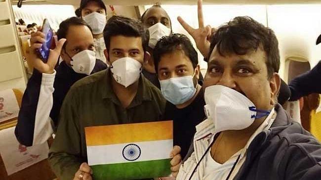 کورونا وائرس: ڈائمنڈ کروز جہاز پر پھنسے ہندوستانی دہلی پہنچے