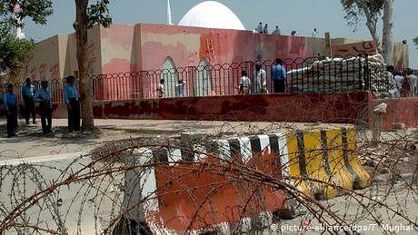 لال مسجد کشیدگی: کیا مسئلہ دو ارب روپے کا ہے؟