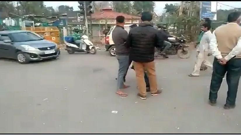 شاہین باغ: مظاہرین نے دہلی-نوئیڈا روڈ ٹریفک کے لئے کھولا
