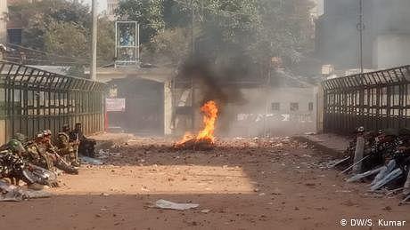 دہلی فسادات کی غیر جانبدارانہ جانچ کے لیے بائیں بازو کی جماعتوں کا مظاہرہ، بنائی انسانی زنجیر