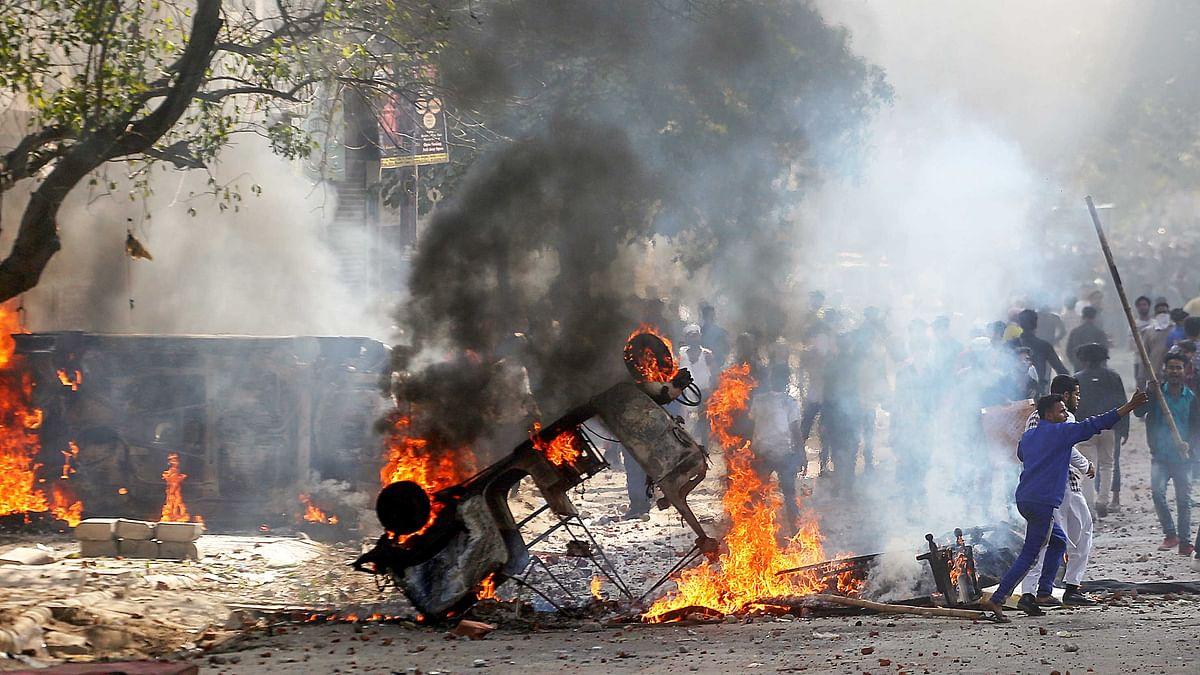 شمال مشرقی دہلی: متعدد علاقوں میں ہجوم اور پولیس مدِ مقابل، حالات انتہائی کشیدہ