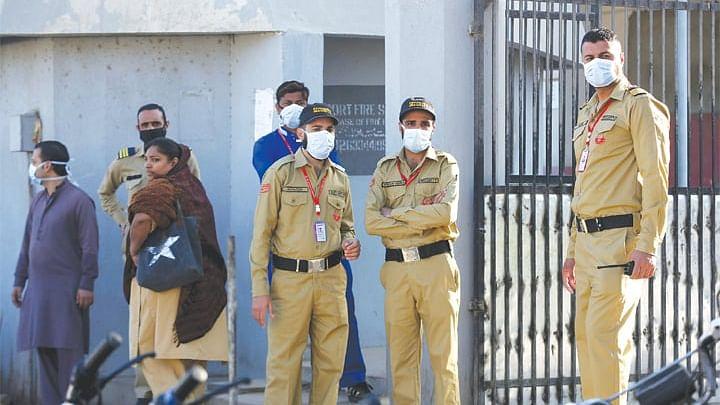 کراچی: زہریلی گیس کی وجہ سے 14 افراد جان بحق، 300 سے زیادہ متاثر