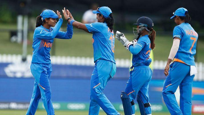 ہندوستانی خاتون ٹیم نے سری لنکا کو ہرا کر لگایا جیت کا چوکا