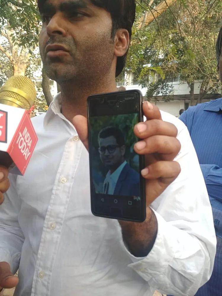 دہلی تشدد: گمشدہ رشتہ داروں کی تلاش میں مردہ خانوں کے چکر لگاتے اہل خانہ