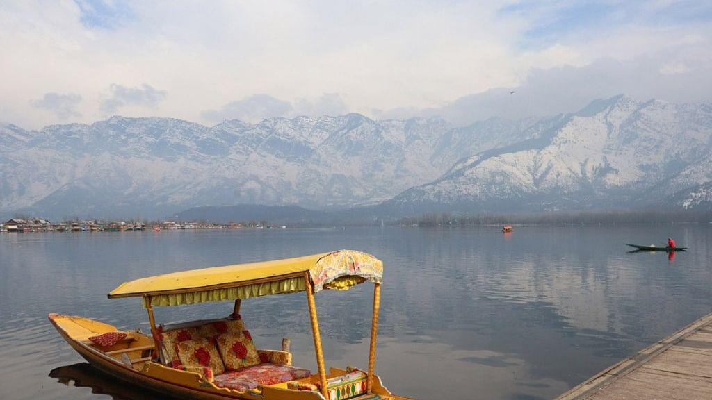 کشمیر: موسم مسلسل خوشگوار تاہم شبانہ درجہ حرارت نقطہ انجماد سے نیچے