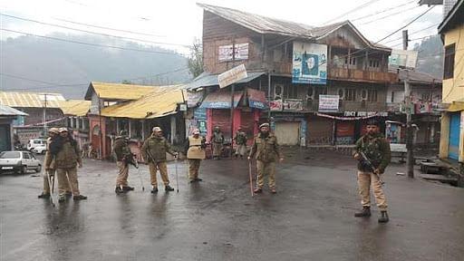 کورونا وائرس: کشمیر کی سڑکیں سنسان، بازاروں سے ماسک-سینیٹائزرس غائب
