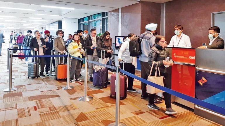 کورونا وائرس: بین الاقوامی مسافر پروازوں کے ہندوستان میں اترنے پر پابندی