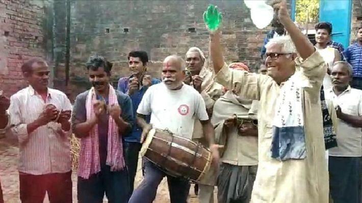 بلیا: نربھیا کے گاؤں  میں جشن کا ماحول
