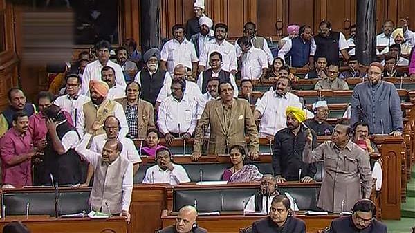 دہلی فسادات پر پارلیمنٹ کے دونوں ایوانوں میں ہنگامہ، کارروائی دن بھر کے لئے ملتوی
