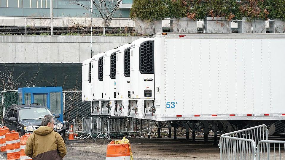 کورونا: نیویارک میں لاشوں کا ڈھیر لگنے کا اندیشہ، ٹرکوں کو مردہ گھر بنانے کی تیاری