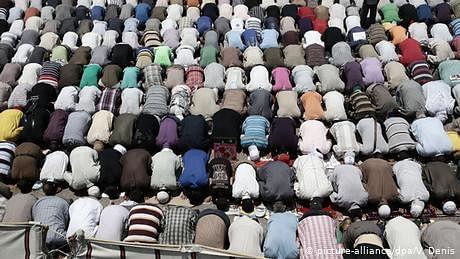 کورونا وائرس: مساجد میں نمازوں کے اوقات محدود کر دیے گئے