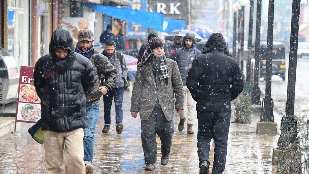 کشمیر: موسم مسلسل خراب، 8 مارچ سے بہتری متوقع