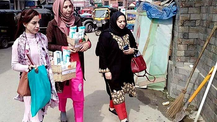 عرفانہ زرگر: خواتین کی سینیٹری مصنوعات کے تعلق سے انوکھی پہل کرنے والی کشمیری خاتون