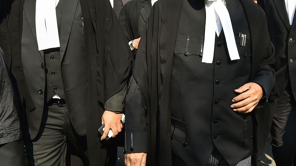 کورونا: وکلاء کے لئے ہنگامی فنڈ قائم کرنے کا مطالبہ
