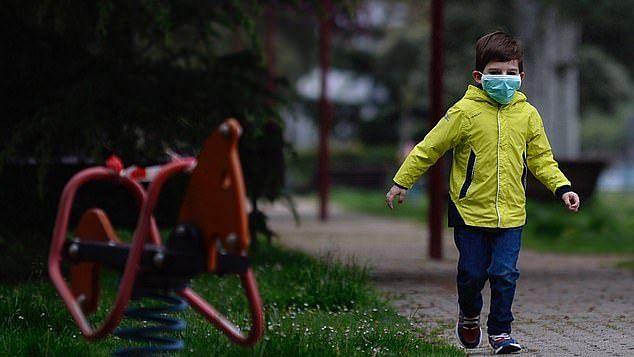 اسپین نے بچوں کو کھلی ہوا میں سانس لینے کی اجازت دے دی