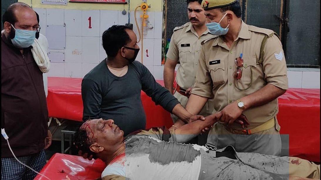 لاک ڈاؤن پر عمل کرانے گئی پولیس کی بری طرح سے پٹائی، داروغہ اور دو سپاہی شدید زخمی