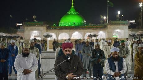 رمضان المبارک: پاکستان میں بیشتر مساجد نے لاک ڈاؤن کو کیا نظر انداز