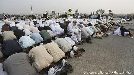 پاکستان: باجماعت نماز اور تراویح کی مشروط اجازت