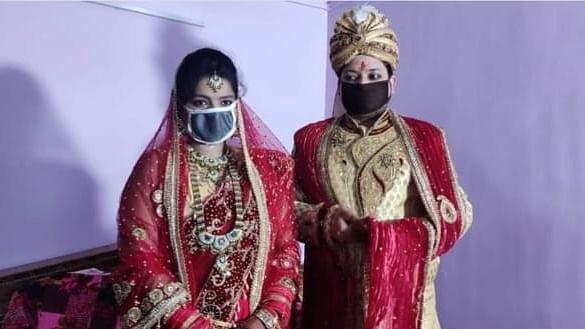 بہار: دولہا و دلہن نے ماسک لگا کر لئے اگنی کے 'سات پھیرے'