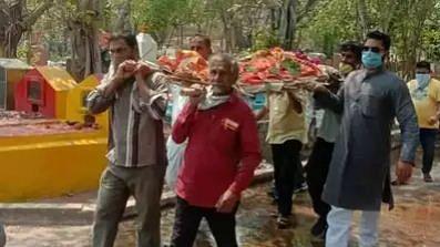 کورونا کا ڈر: ہندو نوجوان کی ٹی بی سے ہوئی موت، 5 مسلم نوجوانوں نے ادا کی آخری رسومات