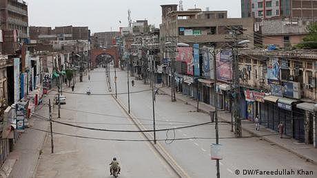 پاکستان میں لاک ڈاؤن میں دو ہفتے کی توسیع