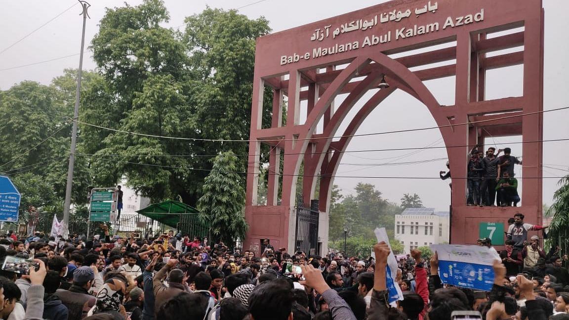 دہلی فسادات: مبینہ سازش کے الزام میں جامعہ کا طالب علم گرفتار