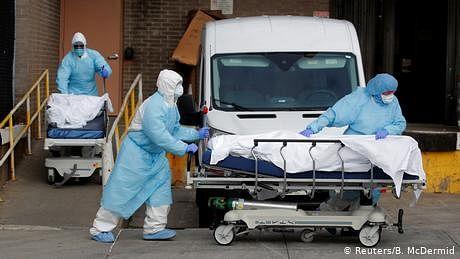 کورونا: موت کا کنواں بنتا جا رہا ہے امریکہ، 24 گھنٹے میں 2000 اموات