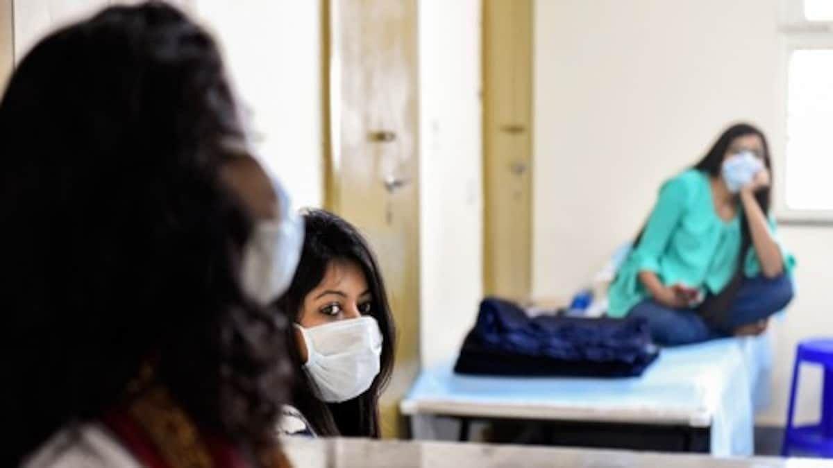 خاتون صحافی میں کورونا کی تصدیق سے افرا تفری، 3 اہل خانہ سمیت اسپتال میں داخل