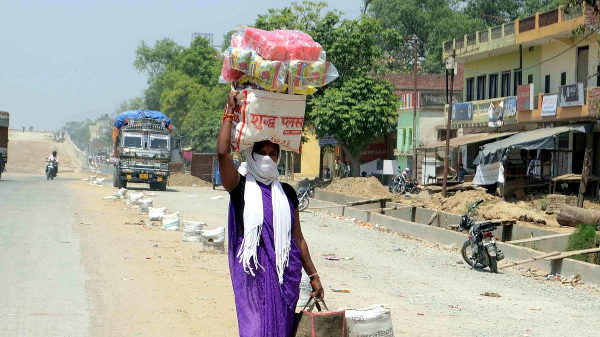 قومی آواز بلیٹن: یوگی اپنے جھنڈے لگا لیں، مگر بسوں کا استعمال کرنے دیں، پرینکا؛ دہلی-گڑگاؤں بارڈر پر ہنگامہ