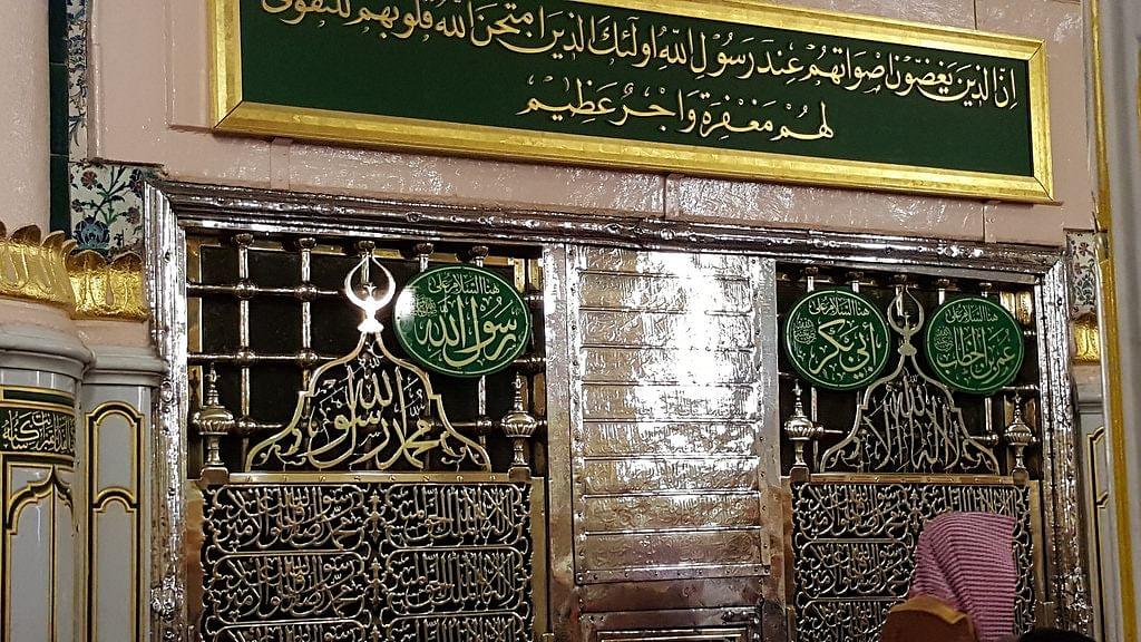 """مسجد نبوی میں حضرت عائشہ رضی اللہ عنہا کا گھر جو """"حجرہِ شریف"""" میں بدل گیا"""