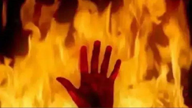ممبئی سے بہار لوٹے مزدور نے کوارنٹائن سنٹر میں خود کو لگائی آگ، حالت نازک