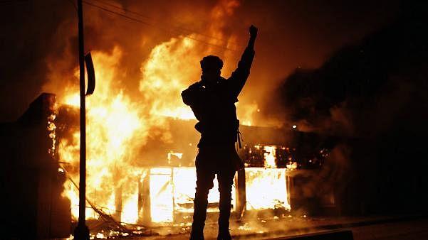 امریکہ میں مظاہرہ جاری ، فائرنگ میں ایک ہلاک، 25 شہروں میں کرفیو