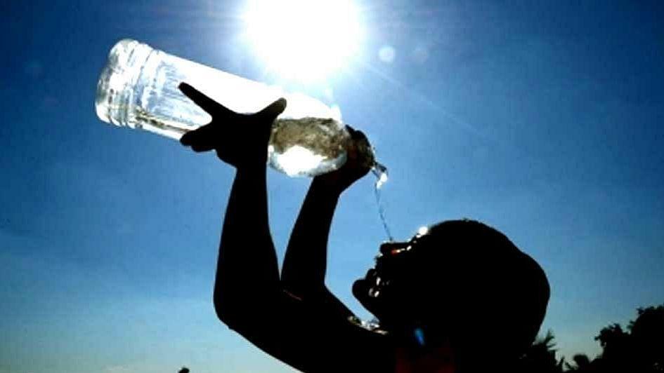 یوپی: موسم کی تندمزاجی ہنوز جاری، آسمانی کی جانب اٹھی نگاہیں