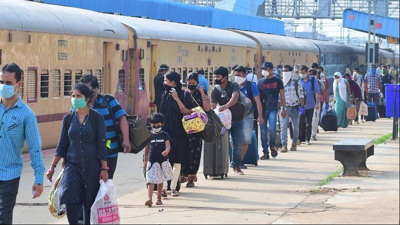 بیمار، بزرگ، بچے اور حاملہ خواتین غیر ضروری ریل سفر سے بچیں: انڈین ریلوے