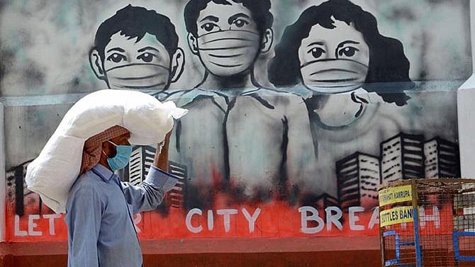 قومی آواز بلیٹن: لاک ڈاؤن کی پالیسی ناکام، راہل؛ گرمی سے فی الحال راحت نہیں؛ کورونا سے 3.48 لاکھ اموات