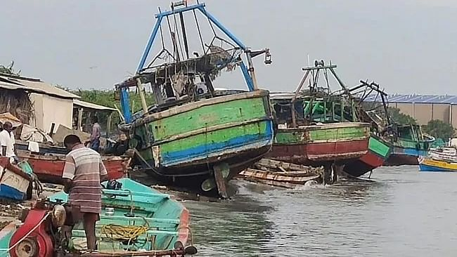 امفان طوفان: ساحلی علاقوں کے رہائشیوں کے انخلا کا سلسلہ جاری