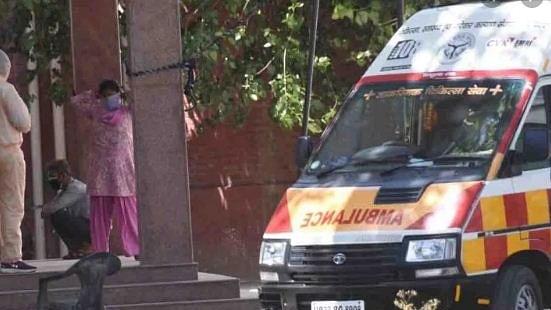 اترپردیش: بزرگ مریض کو 4 گھنٹے میں 3 اسپتال کیا گیا ریفر، ایمبولنس میں ہوئی موت