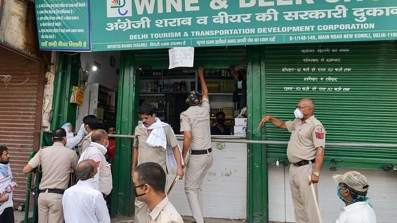 دہلی میں شراب کی بوتل پر 70 فیصد 'خصوصی کورونا ٹیکس'