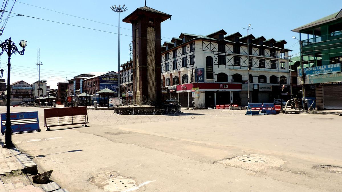 کشمیر: فون خدمات بحال، لیکن موبائل انٹرنیٹ خدمات پر جاری پابندی سے لوگ پریشان