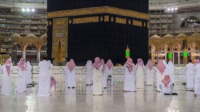 مسجد حرام میں نماز تراویح کے دوران جسمانی دوری پر کیسے عمل کیا جا رہا ہے؟